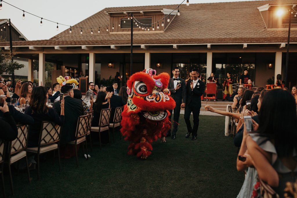 Justin & Jo arrive to the reception escorted by traditional Dragon Dancers